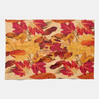 Follaje del otoño en Brown amarillo anaranjado Toallas De Cocina