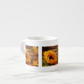 Follaje rústico de la mariposa del girasol de la c tazita espresso