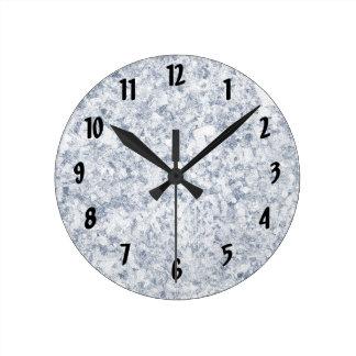fondo abigarrado púrpura azul reloj redondo mediano