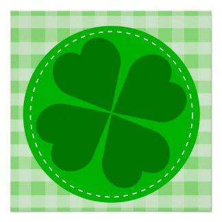 Fondo acanalado verde hearted del trébol w del cír