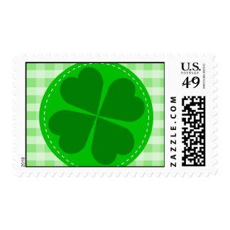 Fondo acanalado verde hearted del trébol w del cír timbre postal