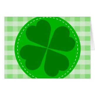 Fondo acanalado verde hearted del trébol w del tarjeta pequeña