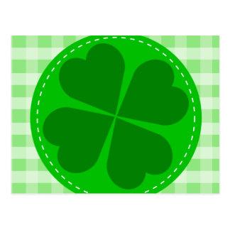 Fondo acanalado verde hearted del trébol w del tarjetas postales