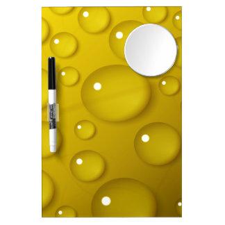 Fondo amarillo del descenso del agua pizarras blancas