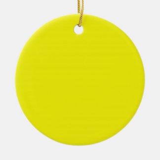 Fondo amarillo soleado brillante en un ornamento ornamentos de reyes
