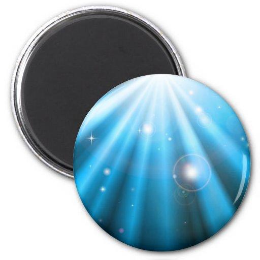 Fondo azul brillante de rayos ligeros imán redondo 5 cm
