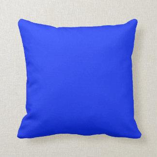 Fondo azul brillante en una almohada