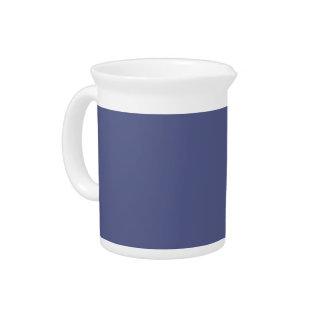 Fondo azul de Wedgewood del país en una jarra