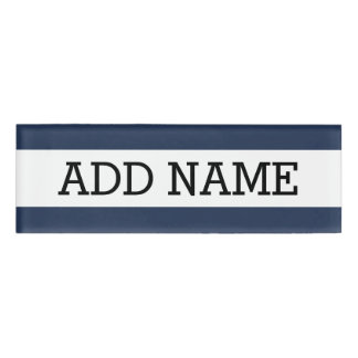 Fondo azul marino con nombre de encargo chapa identificatoria