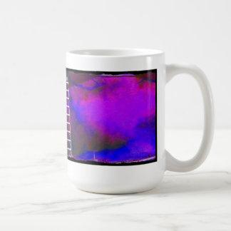 Fondo azul y negro púrpura con la foto de la escal taza de café