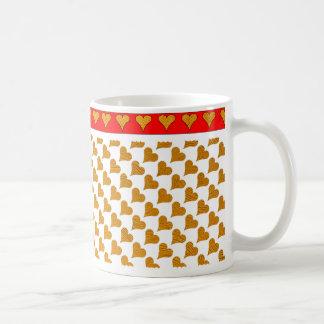 Fondo blanco con los corazones del oro, frontera taza de café