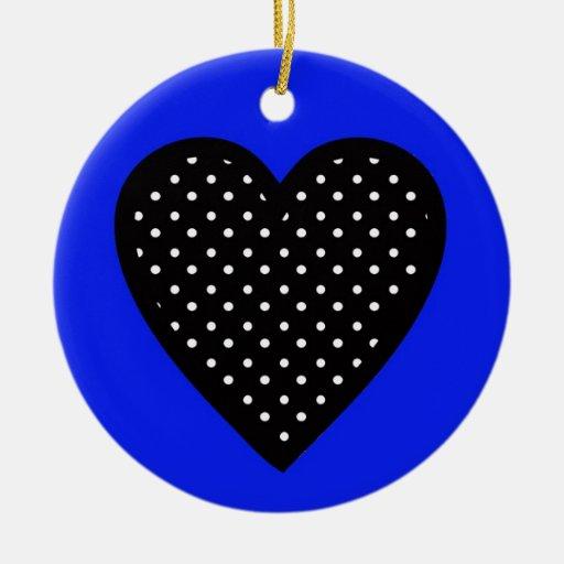 Fondo blanco del azul de los lunares del corazón adorno navideño redondo de cerámica
