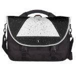 Fondo blanco del negro del triángulo del espacio d bolsas para portátil