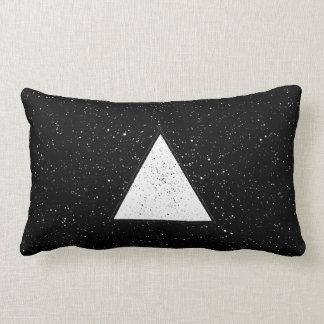 Fondo blanco del negro del triángulo del espacio d almohadas