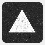 Fondo blanco del negro del triángulo del espacio calcomanias cuadradas