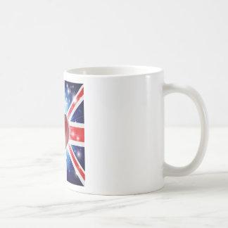 Fondo BRITÁNICO del corazón de la bandera del amor Taza