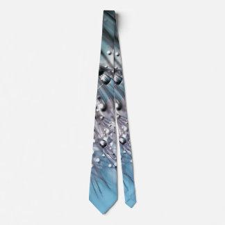 Fondo chispeante del azul de cielo del diente de corbata