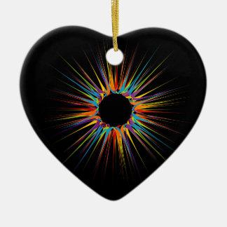 Fondo colorido abstracto adorno navideño de cerámica en forma de corazón