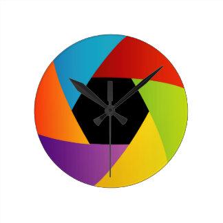 Fondo colorido de la abertura del obturador reloj redondo mediano