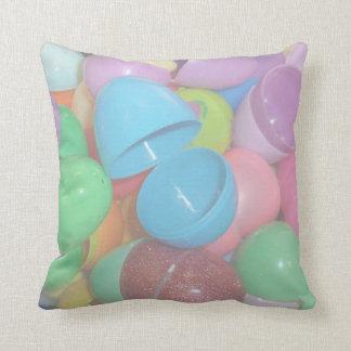 fondo colorido plástico del pastel de los huevos cojín decorativo