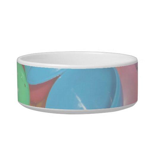fondo colorido plástico del pastel de los huevos d tazón para comida gato