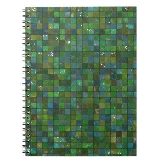 Fondo de cristal brillante esmeralda verde de la libro de apuntes con espiral