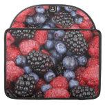 Fondo de la fruta del bosque funda para macbooks