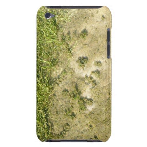 Fondo de la hierba y de la arena de la charca iPod Case-Mate fundas