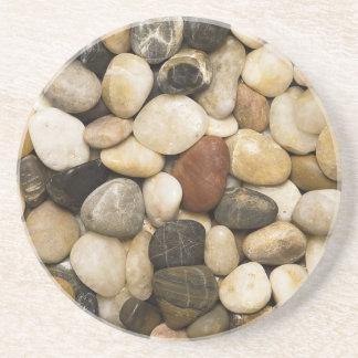 Fondo de la piedra de la roca del río - plantilla posavasos cerveza