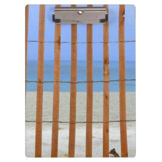 fondo de la playa de la cerca del torno de la seco