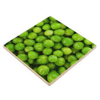 Fondo de los guisantes verdes posavasos de madera