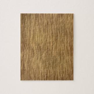 Fondo de madera áspero del grano en color natural rompecabezas con fotos