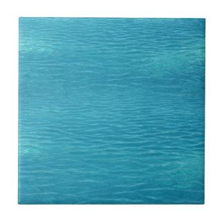 Fondo del agua de la piscina azulejos cerámicos