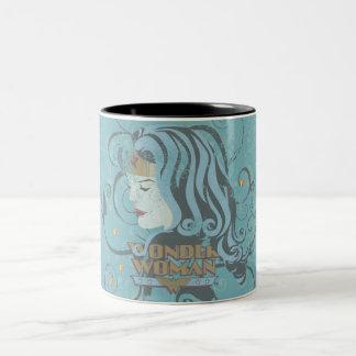 Fondo del azul de la Mujer Maravilla Taza De Dos Tonos