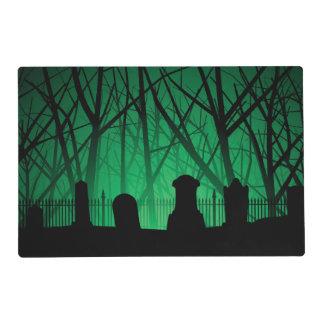 Fondo del cementerio y de los árboles salvamanteles
