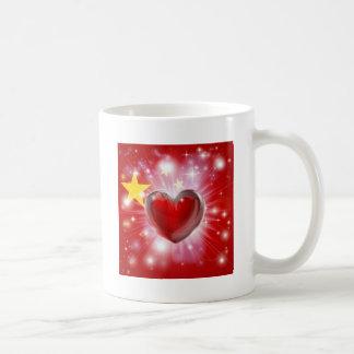 Fondo del corazón de la bandera de China del amor Tazas De Café