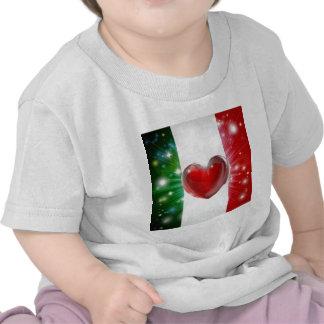 Fondo del corazón de la bandera de Italia del amor Camisetas