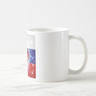 Fondo del corazón de la bandera de Rusia del amor Taza
