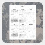 Fondo del diseño de Camoflauge con el calendario 2 Calcomanía Cuadradas