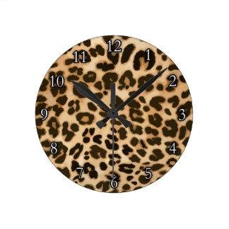 Fondo del estampado leopardo reloj redondo mediano
