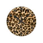 Fondo del estampado leopardo relojes