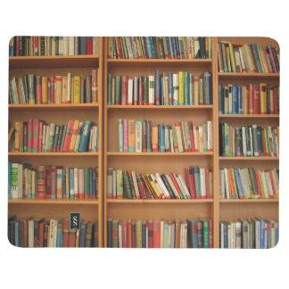 Fondo del estante cuadernos grapados