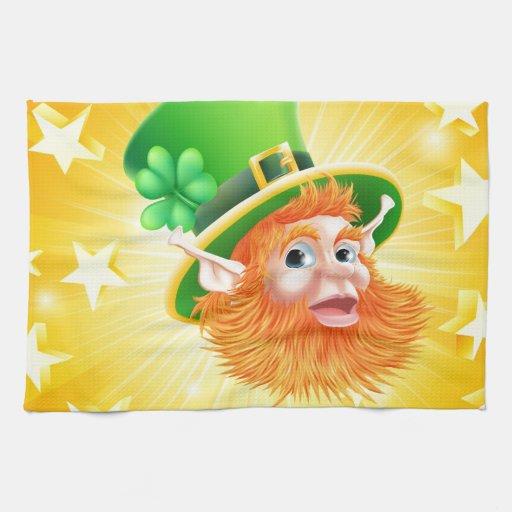 Fondo del leprechaun del día del St Patricks Toallas De Mano
