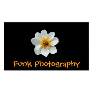 Fondo del negro de la flor blanca tarjeta personal