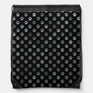 Fondo del negro de los gris plateados de la mochila