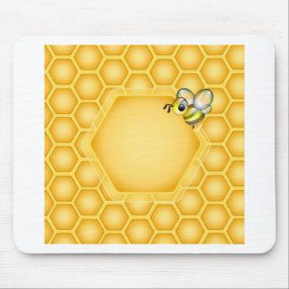 Fondo del panal con una abeja linda tapete de ratón