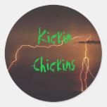 Fondo del relámpago, Kickin Chickins Pegatina Redonda