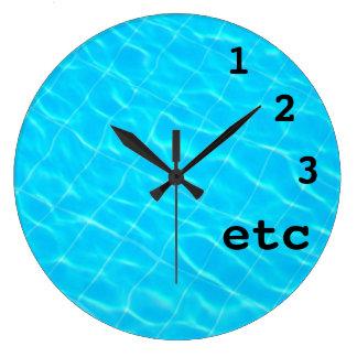 fondo divertido del agua de la piscina del reloj e