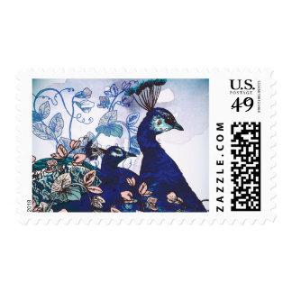 Fondo floral con los pavos reales sellos