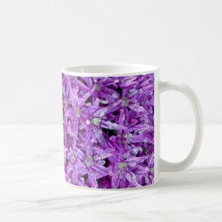 Fondo floral de la primavera púrpura taza de café